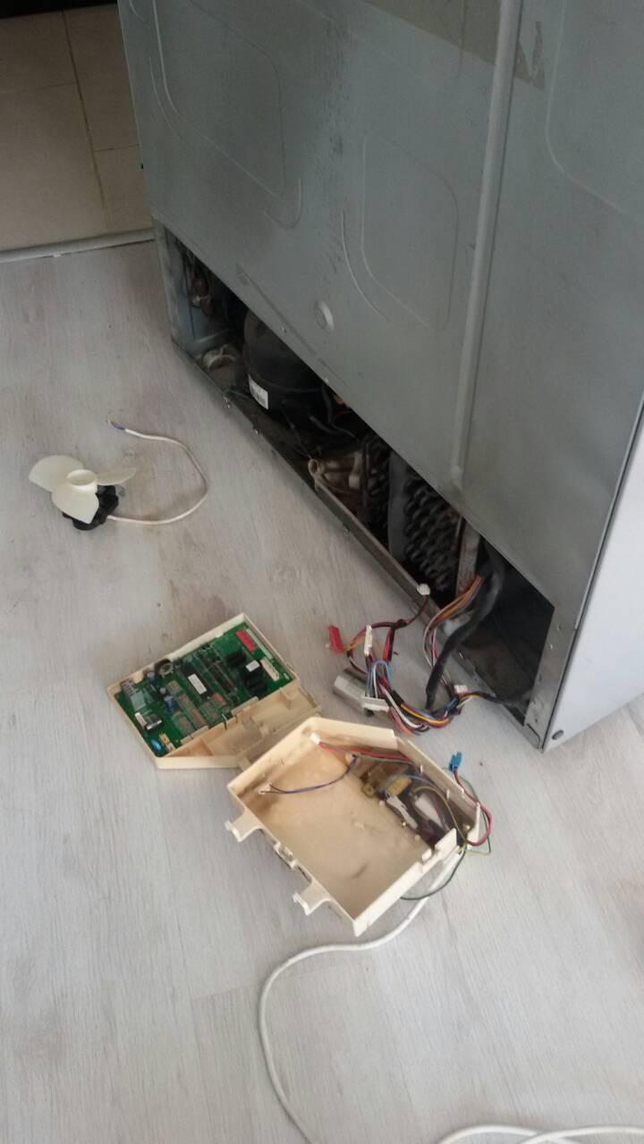 Ремонт и монтаж на електронна платка на хладилник Samsung тип Side by Side_1