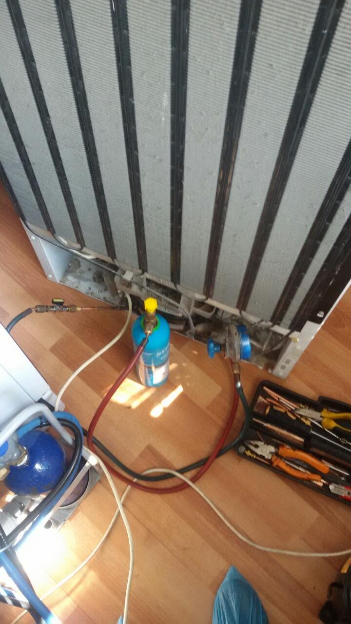 Ремонт на хладилник Candy.Отстраняване на пропуск и зареждане с фреон R134a_2