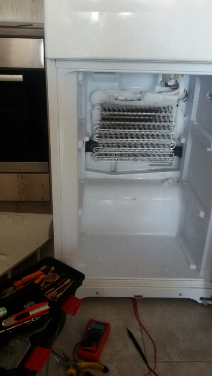Хладилник Ariston смяна на термично реле_3