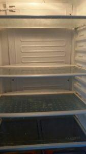 Монтаж на изпарител на двукомпресорен хладилник AEG.