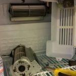 Смяна вентилатор на вертикална хладилна витрина.