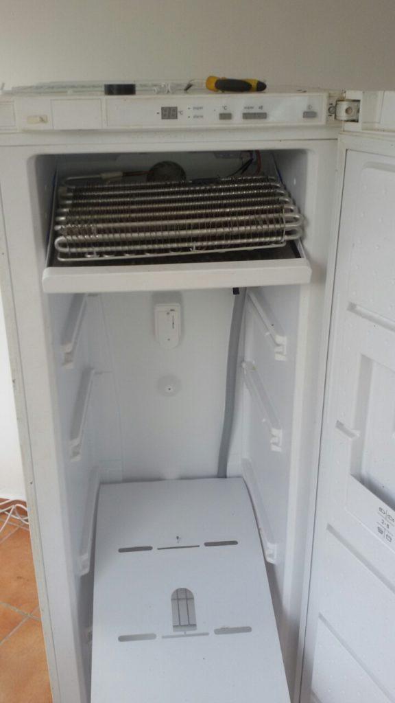 Фризер Siemens зареждане с фреон R600а